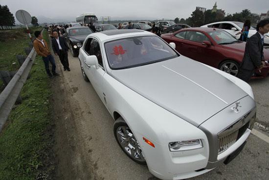 Cận cảnh đám cưới ngập vàng và siêu xe ở phố núi Hà Tĩnh 15