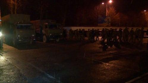 Ukraine: Nội các mới lên nắm quyền, sân bay Crimea bị cướp 5