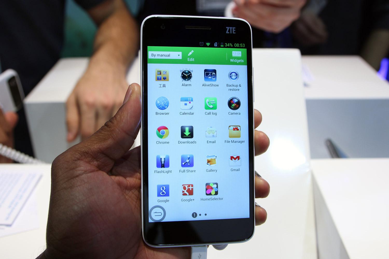 Những hãng điện thoại bán được nhiều hàng nhất năm 2013