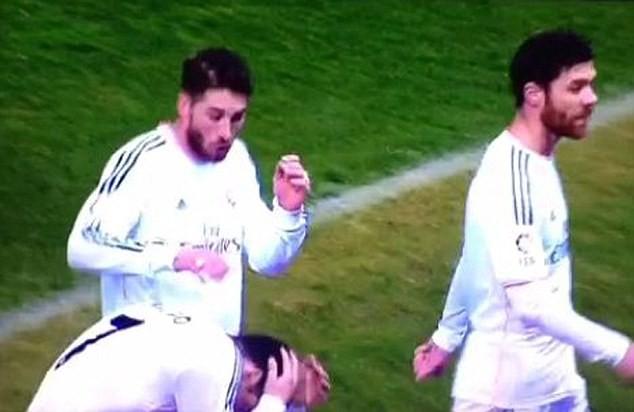 Ghi bàn giúp Real có điểm, Ronaldo vẫn ôm đầu sợ hãi rời sân 5