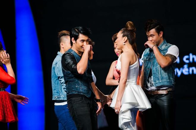 Mỹ Tâm xinh đẹp trên trường quay Vietnam Idol 14