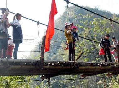 Vụ sập cầu ở Lai Châu: 'Thà lội suối cạn còn hơn đi trên cầu treo cũ' 5