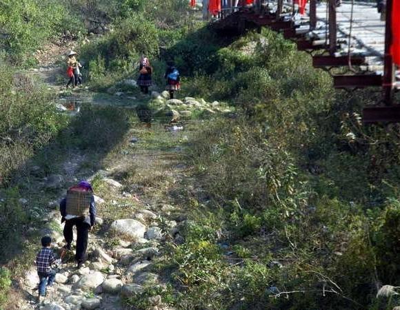 Vụ sập cầu ở Lai Châu: 'Thà lội suối cạn còn hơn đi trên cầu treo cũ' 6