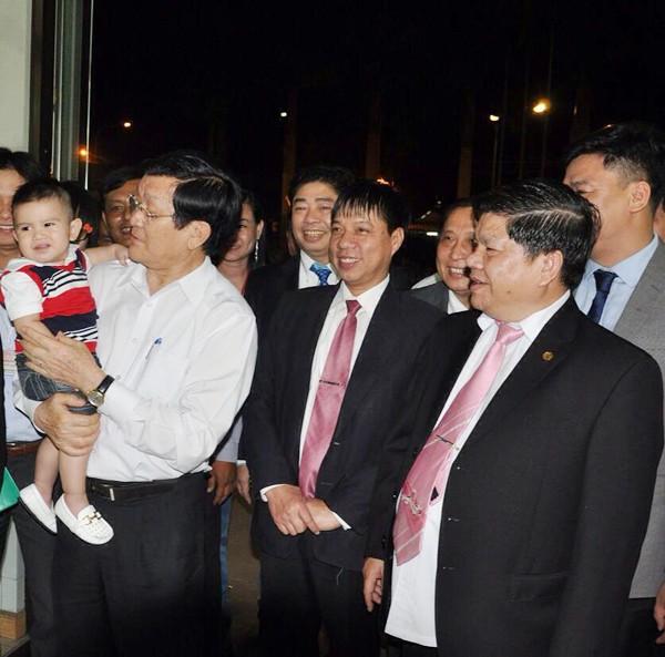 Hot girl Quỳnh Chi ra dáng doanh nhân trong buổi họp công ty nhà chồng 9