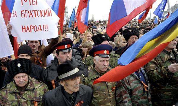 Xem dân Nga tràn xuống đường biểu tình ủng hộ Ukraine 5