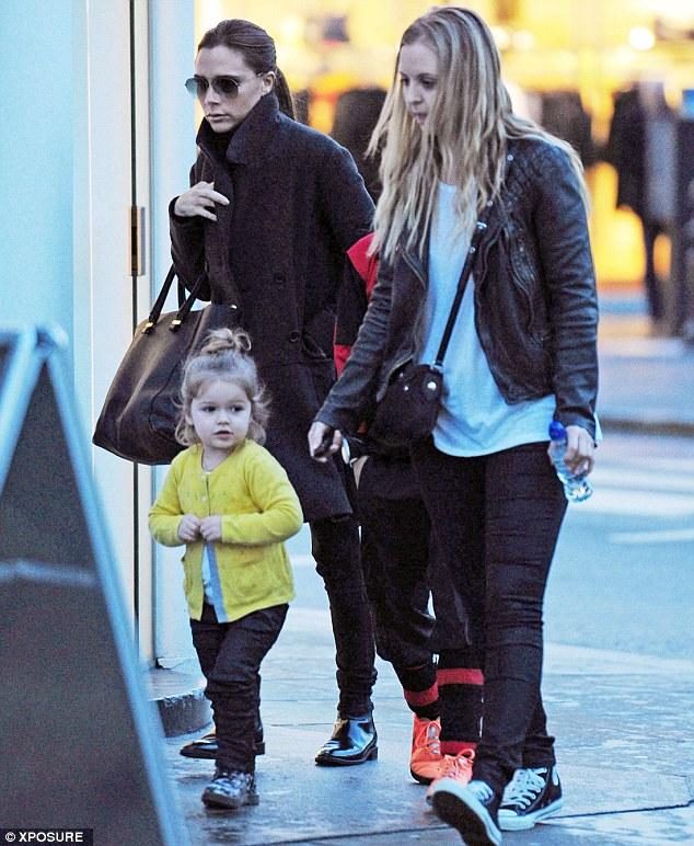 Con gái út nhà David Beckham ngày càng đáng yêu 6