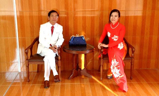 Mặc chỉ trích, đại gia Lê Ân vẫn hạnh phúc bên vợ trẻ 6