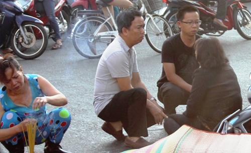 Mẹ ôm xác con trai gào khóc giữa đường phố Sài Gòn 7