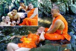 """Hàng loạt nhà sư Thái Lan lộ ảnh """"nóng"""" 7"""