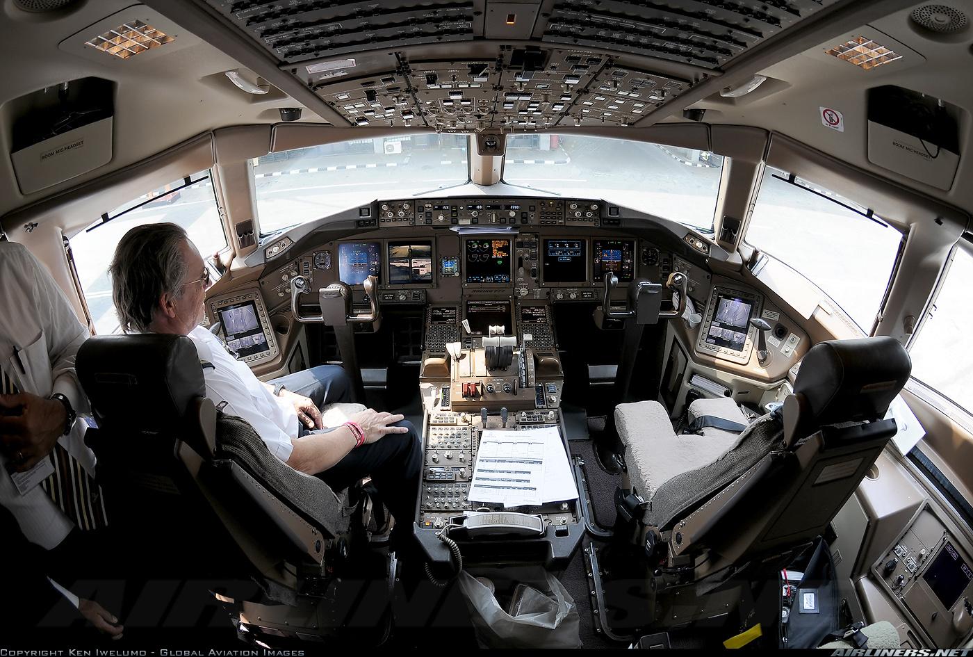 Bên trong máy bay Boeing 777 Malaysia mất tích 12