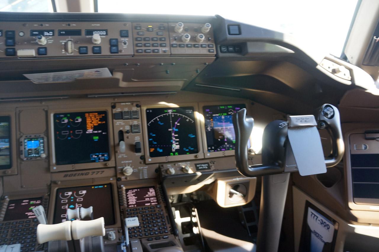Bên trong máy bay Boeing 777 Malaysia mất tích 13
