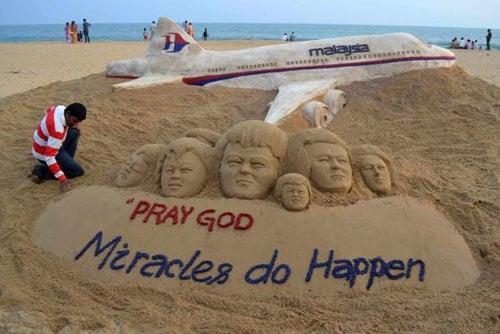 Hình ảnh Máy bay mất tích: Cả thế giới đang cầu nguyện cho điều kỳ diệu số 1