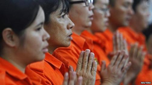 Hình ảnh Máy bay mất tích: Cả thế giới đang cầu nguyện cho điều kỳ diệu số 9