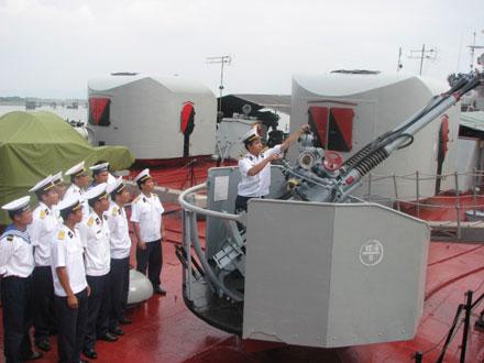 Hải quân Việt Nam từng cứu sống phi công Mỹ ở Trường Sa 7