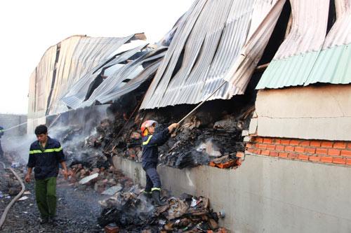 Cháy lớn tại nhà mấy giấy thiệt hại khoảng 12 tỷ đồng 5