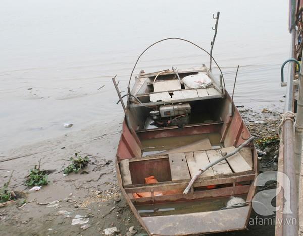 Ông chủ vườn đào bỏ hàng trăm triệu sắm thuyền vớt xác không công 12