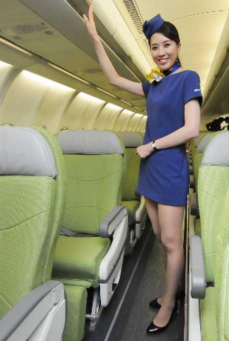 Tiếp viên hàng không Nhật khêu gợi trong váy siêu ngắn 7
