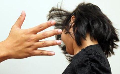 Cô giáo tát bé gái 2 tuổi chảy máu tai 4