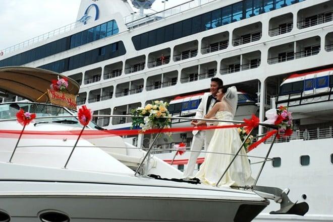 Mốt thuê du thuyền chụp ảnh cưới, rước dâu ở Sài Gòn 8