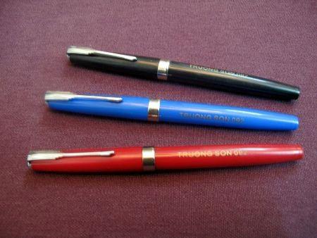 Bỏ tiền triệu mua bút Hồng Hà lưu giữ 40 năm  5