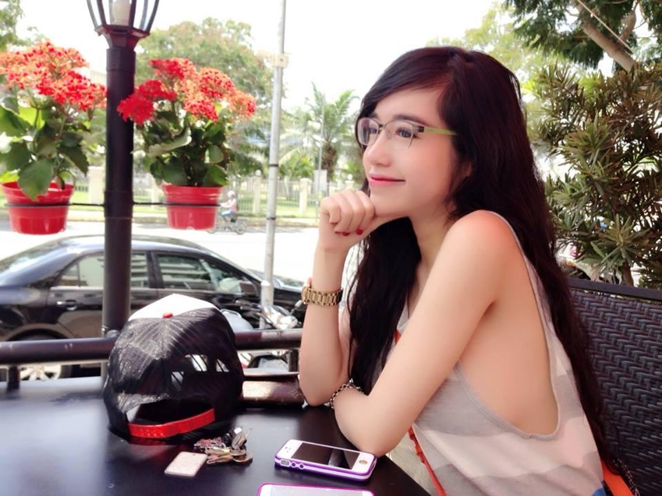 Elly Trần thả rông vòng 1, quyến rũ trong vẻ đẹp nữ sinh 6