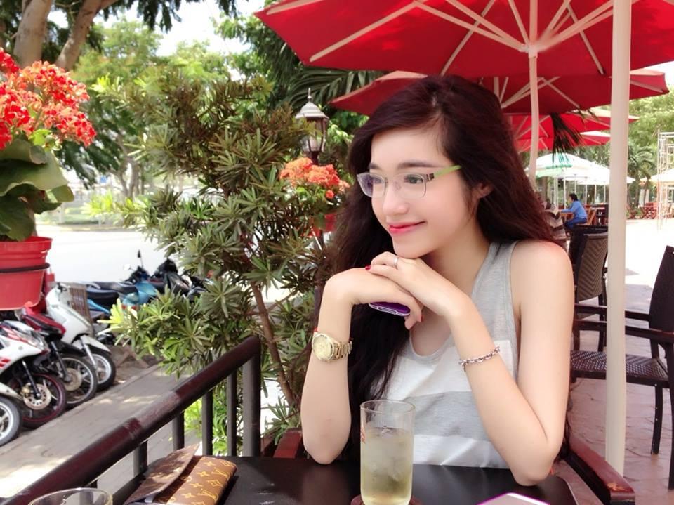 Elly Trần thả rông vòng 1, quyến rũ trong vẻ đẹp nữ sinh 9