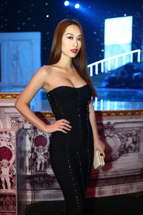 """""""Bom sexy"""" Quỳnh Thy khoe  2"""