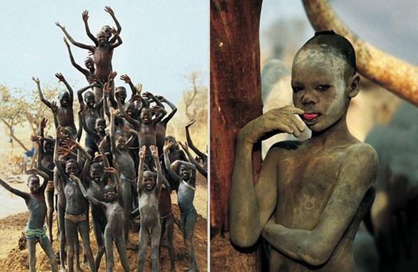 Bộ tộc phụ nữ  ở nude, rạch mặt để quyến rũ hơn 4