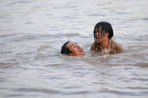 Hình ảnh Vừa đi vừa khóc tập 1: Lương Mạnh Hải, Bảo Anh diễn xuất mờ nhạt số 3