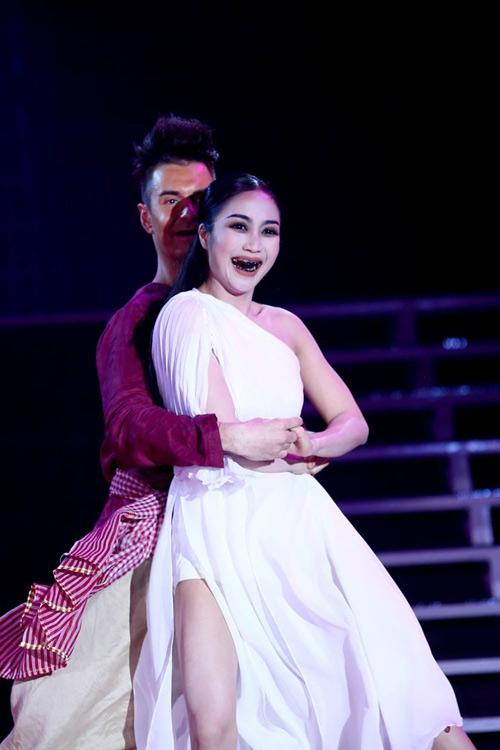Ốc Thanh Vân: Chồng thấy bình thường khi tôi hôn bạn nhảy 7