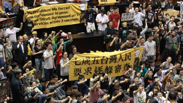 Sinh viên Đài Loan chiếm cơ quan lập pháp, biểu tình chống chính phủ 8
