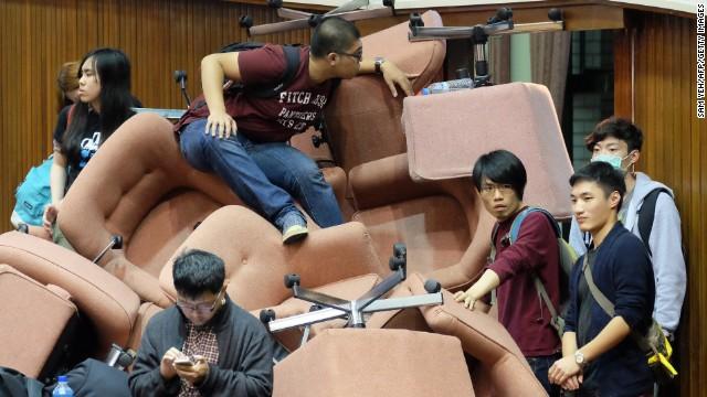 Sinh viên Đài Loan chiếm cơ quan lập pháp, biểu tình chống chính phủ 10