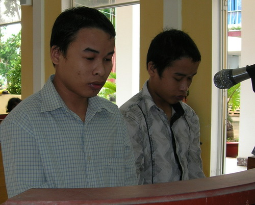 Bi kịch kinh hoàng: 2 anh trai cưỡng hiếp em gái ruột đến sinh con