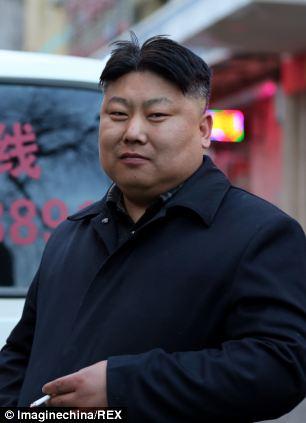 """""""Bản sao"""" của Kim Jong-un đi bán thịt nướng 7"""
