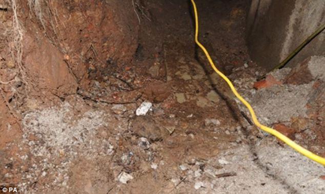 Đào hơn 15 mét đường hầm để trộm máy rút tiền tự động 7