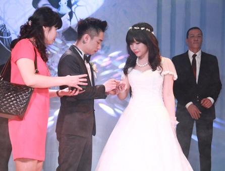 Rapper Mr. A rạng rỡ bên cô dâu trong ngày cưới 21