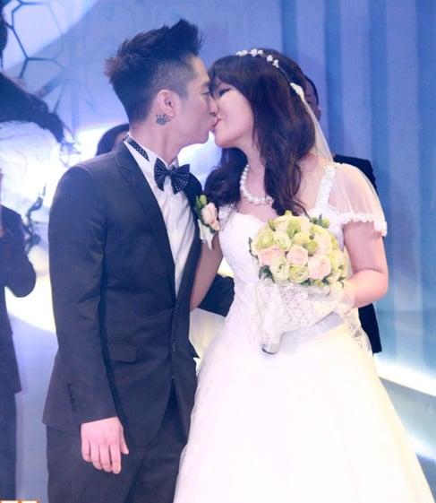 Rapper Mr. A rạng rỡ bên cô dâu trong ngày cưới 22