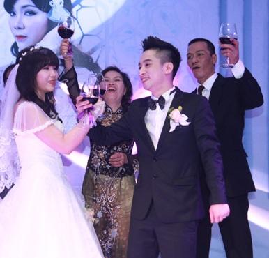 Rapper Mr. A rạng rỡ bên cô dâu trong ngày cưới 25