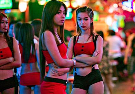 Cận cảnh cuộc sống gái bán dâm Việt ở xứ người 15