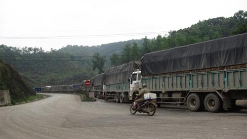 Xe container ùn ứ hơn 15 km từ TP.Lạng Sơn đến cửa khẩu Tân Thanh 7
