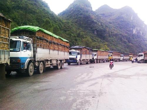 Xe container ùn ứ hơn 15 km từ TP.Lạng Sơn đến cửa khẩu Tân Thanh 8