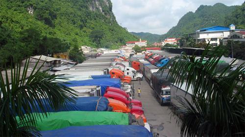 Xe container ùn ứ hơn 15 km từ TP.Lạng Sơn đến cửa khẩu Tân Thanh 9