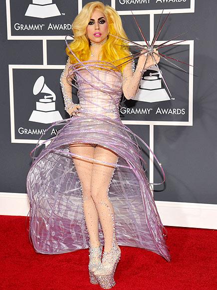 Taylor Swift dẫn đầu Top 15 sao có đôi chân đẹp nhất làng nhạc 22