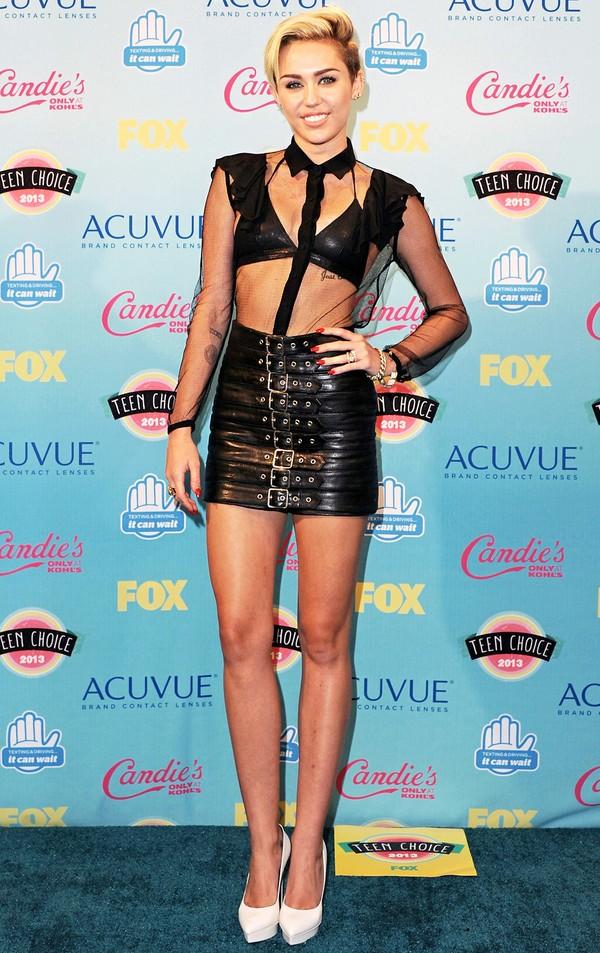Taylor Swift dẫn đầu Top 15 sao có đôi chân đẹp nhất làng nhạc 14