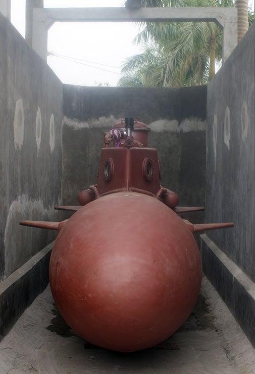 Tàu ngầm tự chế Trường Sa lại chạy thử trong hồ 5