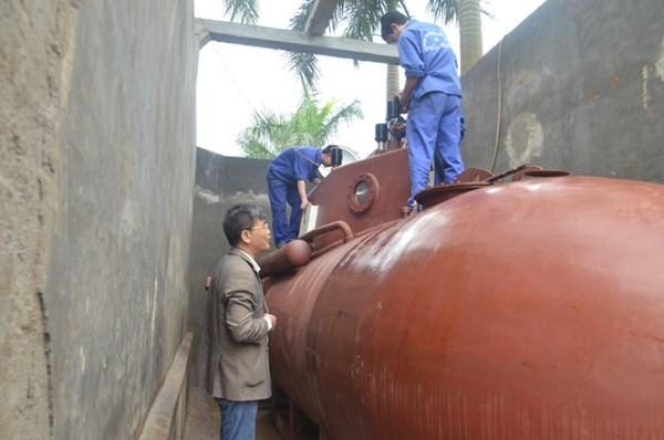 Tàu ngầm tự chế Trường Sa lại chạy thử trong hồ 6