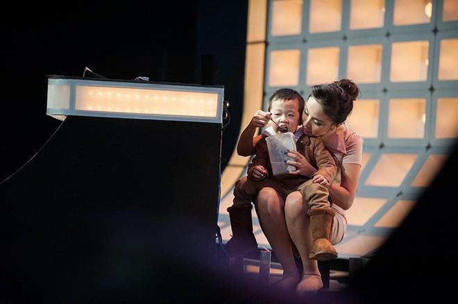 Thanh Vân Hugo tức giận khóc vì con trai bị gọi là 'con hoang' 9