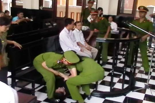 Nguyên giám đốc bệnh viện tâm thần Tiền Giang ăn vạ trước tòa 6