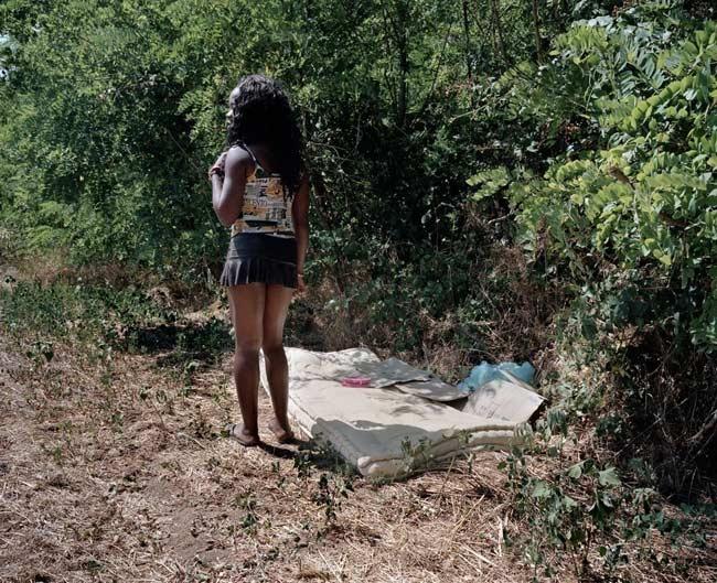 Choáng với ổ mại dâm trong rừng 7