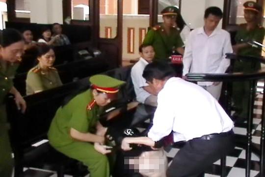 Nguyên giám đốc bệnh viện tâm thần Tiền Giang ăn vạ trước tòa 5
